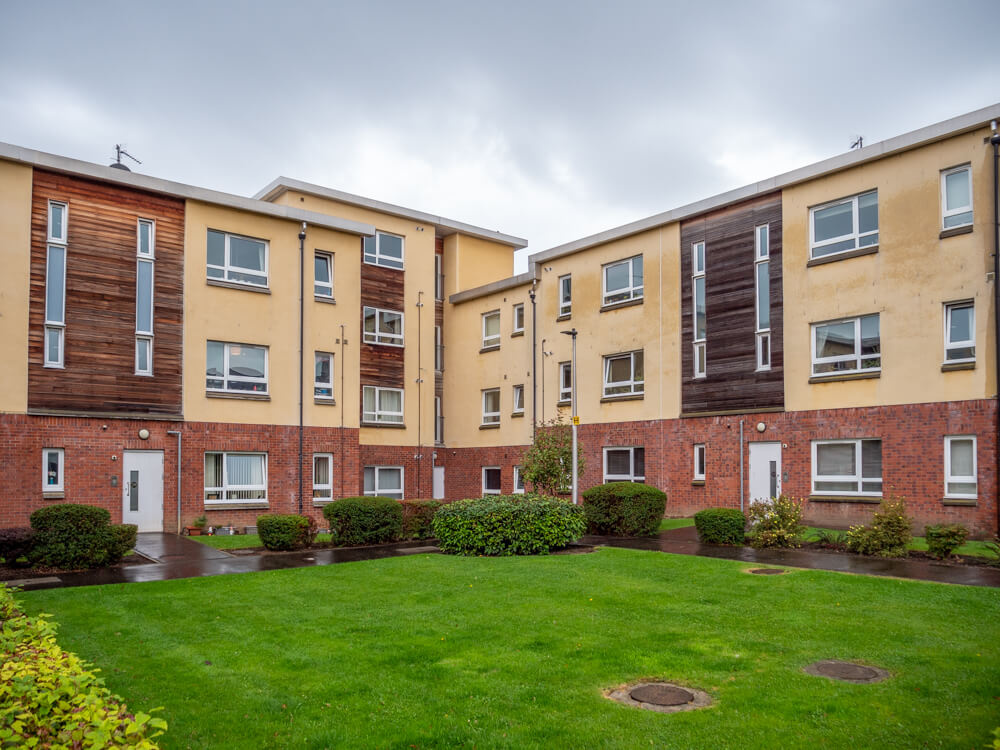 3 bedroom flat in New Mart Place